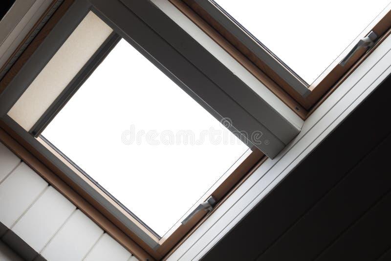 Lege vensters in houten plafond royalty-vrije stock foto's