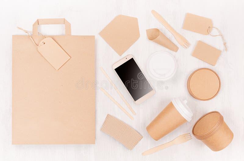 Lege verschillende karton verpakking voor snel voedsel - doe, koffiekop, het schermtelefoon, bestek, suiker, kruid, container en  royalty-vrije stock fotografie