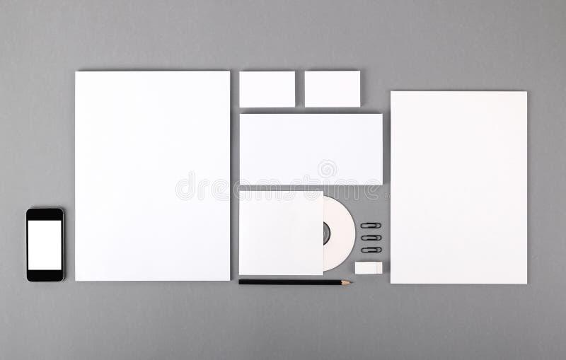 Lege visuele identiteit. Briefhoofd, adreskaartjes, enveloppen, CD stock fotografie