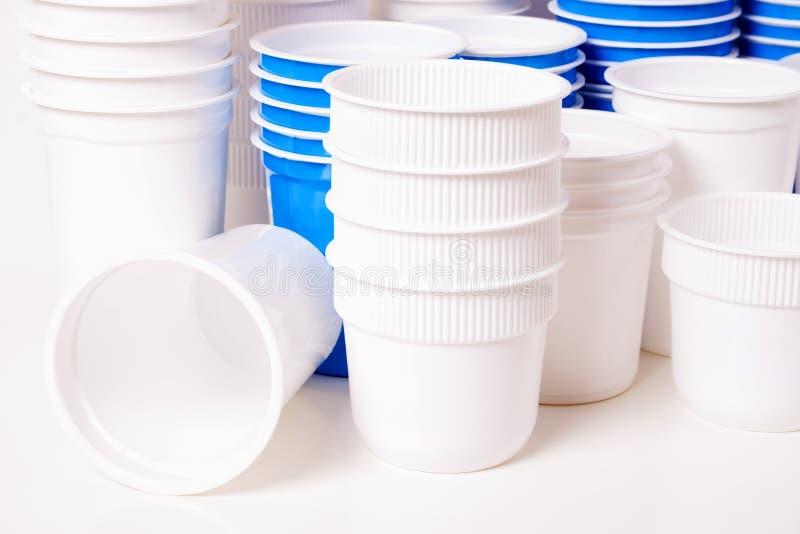 Lege voedsel plastic glazen royalty-vrije stock afbeeldingen