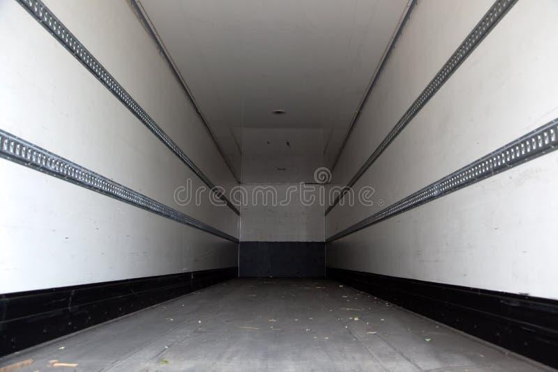 Download Lege vrachtwagen stock afbeelding. Afbeelding bestaande uit beschermers - 39102309