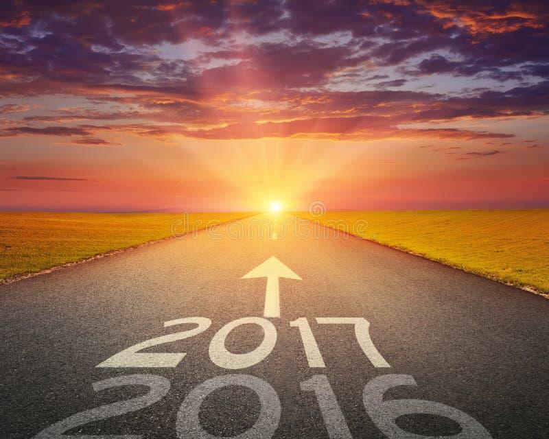 Lege weg tot aanstaande 2017 bij zonsondergang royalty-vrije stock afbeeldingen
