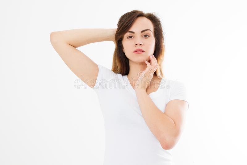 Lege witte t-shirt Vorm van het vrouwen het de gezonde lichaam en concept van de huidzorg Kaukasisch meisje in de t-shirt van de  royalty-vrije stock fotografie