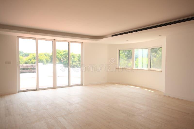 Lege woonkamer stock foto. Afbeelding bestaande uit dining - 16922728