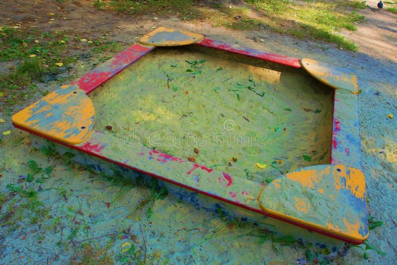Lege Zandbak op de speelplaats stock foto's