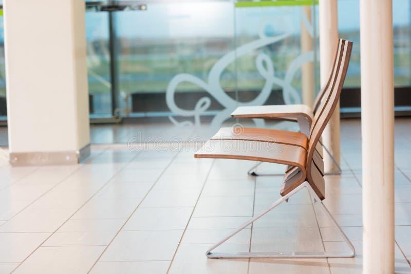 Lege Zetels in Vertrekzitkamer bij Luchthaven royalty-vrije stock afbeeldingen