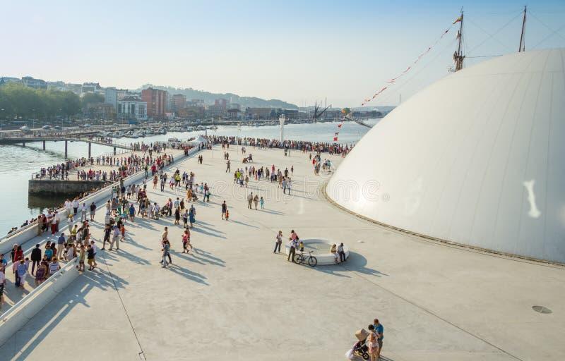 Legen Sie Ecke von Niemeyer-Mitte in Aviles, Spanien lizenzfreie stockfotografie