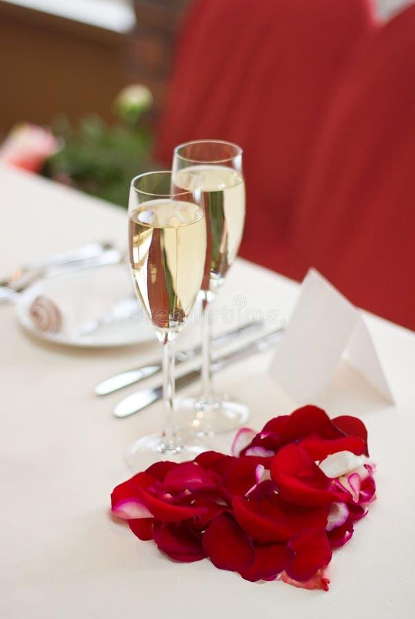 Legen Sie Einstellung für eine Hochzeit, einen Valentinsgruß-Tag oder einen Lärm ver stockfoto