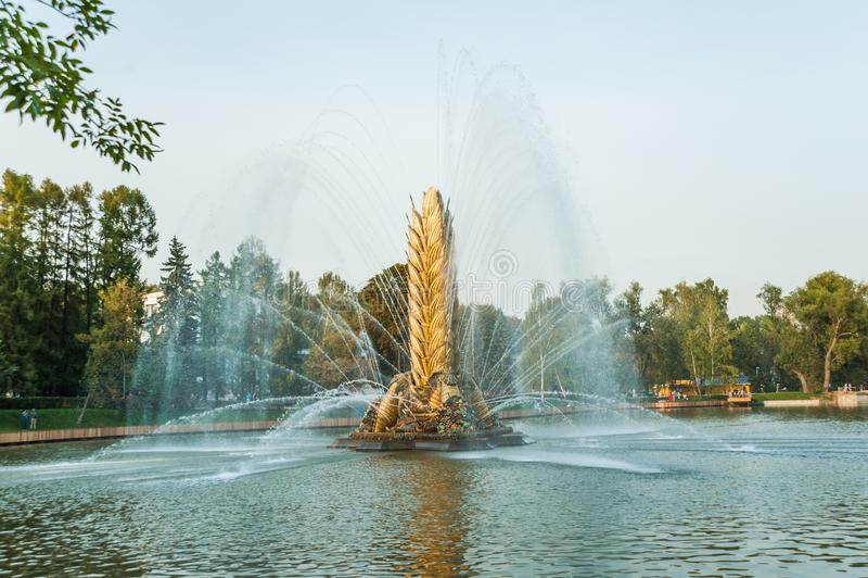 Legendarisch Sovjetfontein` Zolotoy Kolos ` Gouden oor Moskou, Rusland stock foto