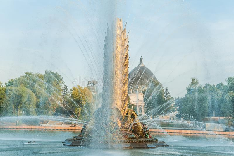 Legendarisch Sovjetfontein` Zolotoy Kolos ` Gouden oor Moskou, Rusland stock afbeelding