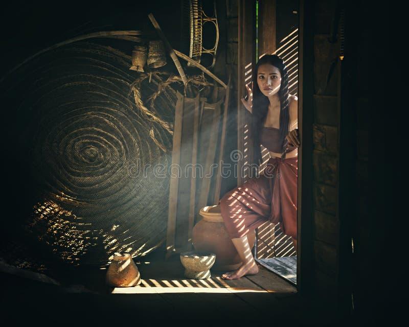 Legendarisch Thais spook Mae Nak Phra Khanong, Thaise traditionele eenvormige kleding stock afbeeldingen