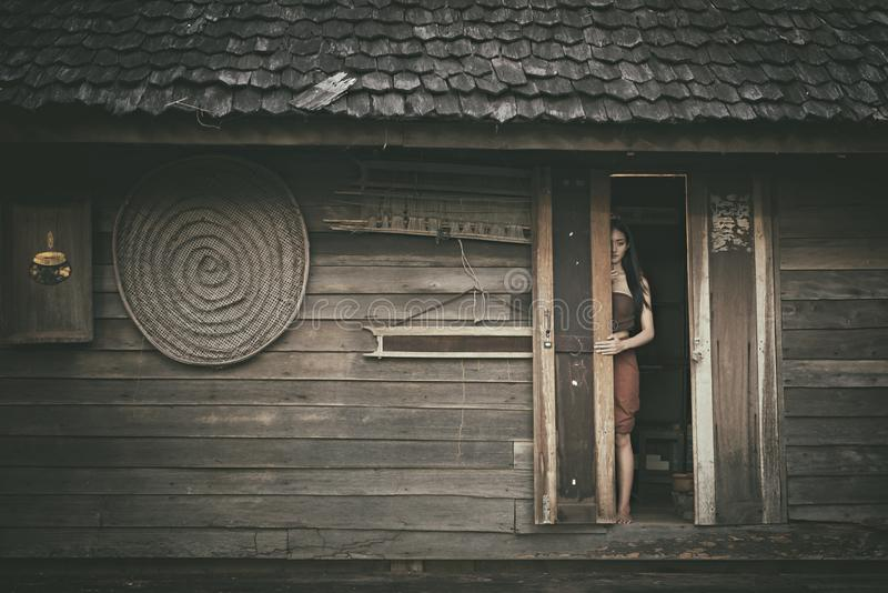 Legendarisch Thais spook Mae Nak Phra Khanong, Thaise traditionele eenvormige kleding stock fotografie