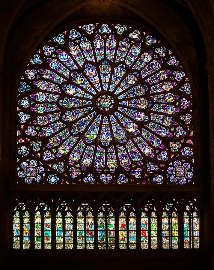 Legendarna Notre Damae katedra lokalizuje w centrum Paryż na wyspie Cité Przed okropnym ogieniem by? s?awny f zdjęcia stock