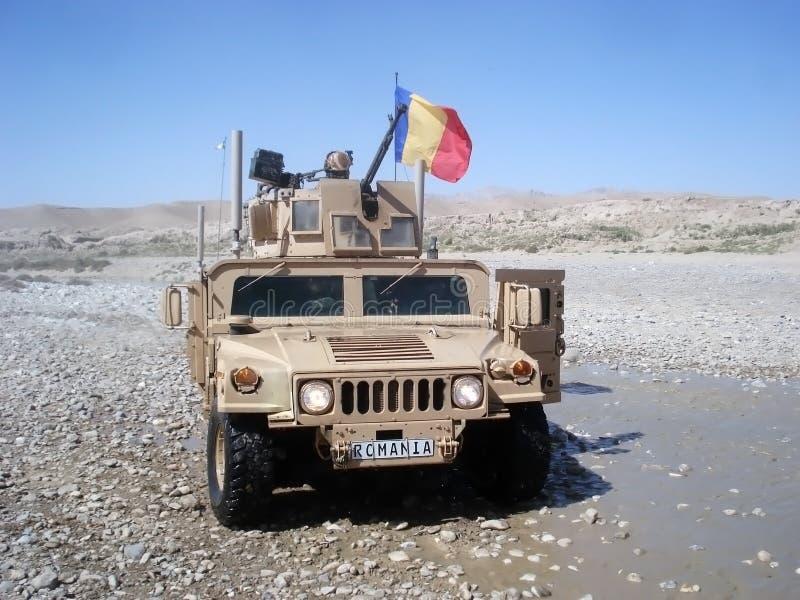 Leger van de V.S. Humvee dreef door de militairen van Roemenen royalty-vrije stock foto's