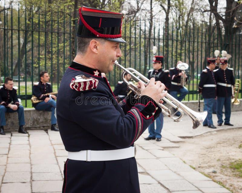 Download Legermuzikant Bij De Eedceremonie Redactionele Stock Afbeelding - Afbeelding bestaande uit openlucht, playing: 39104059