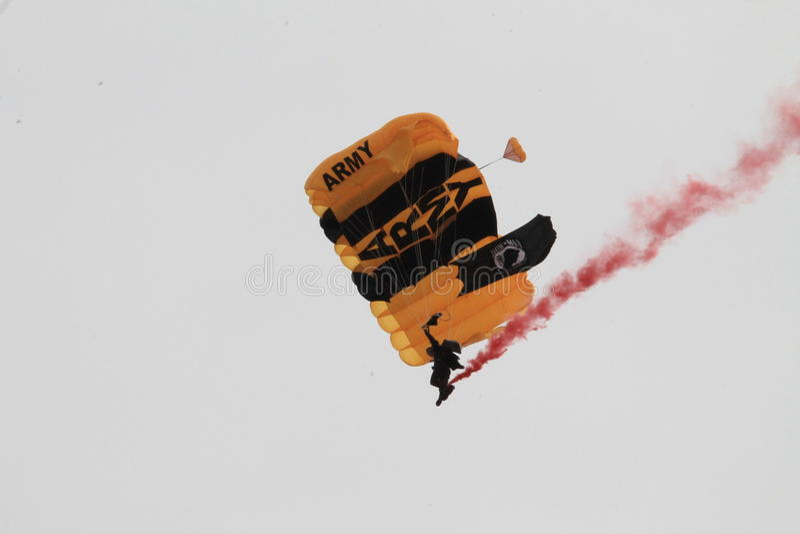Legervalscherm skydiver royalty-vrije stock afbeelding