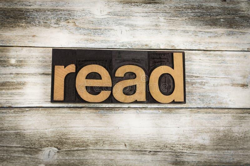 Legga la parola dello scritto tipografico su fondo di legno fotografie stock libere da diritti
