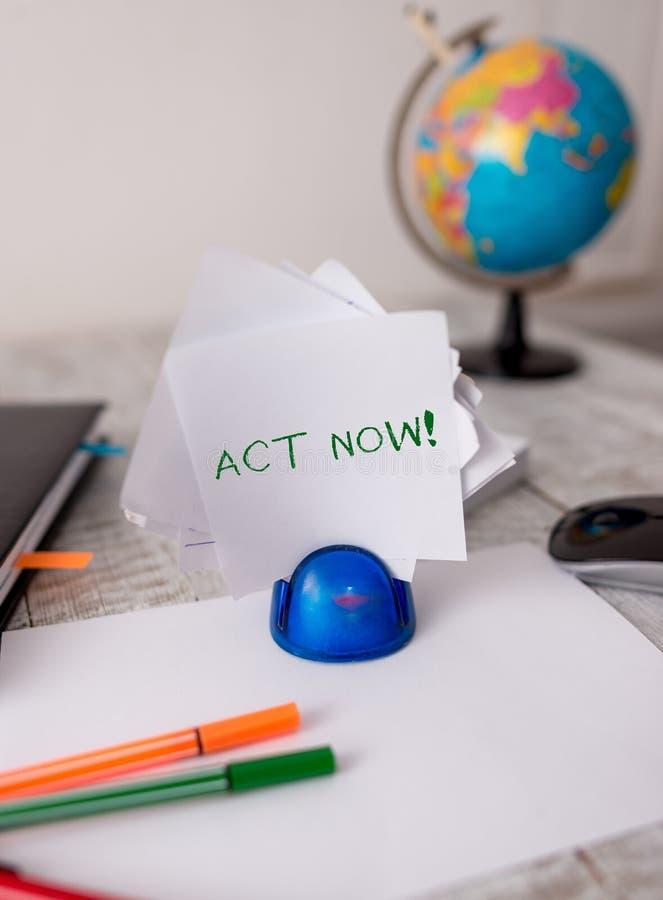 Legge del testo di scrittura di parola ora Il concetto di affari per non esita e non parte lavorare o fare la roba subito stazion immagine stock