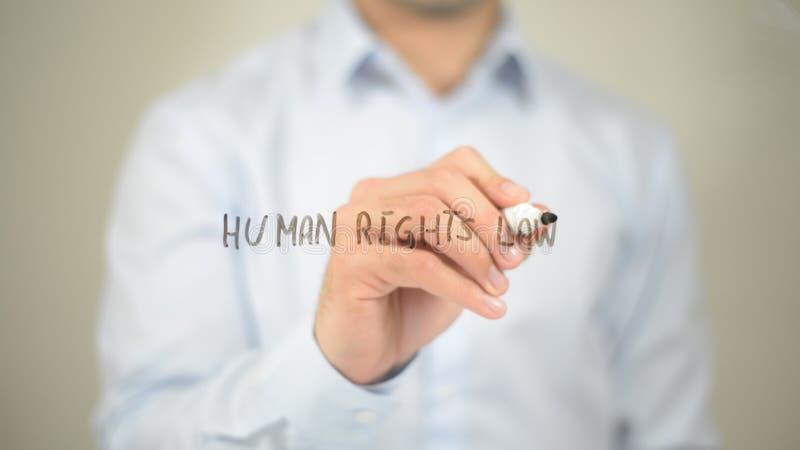 Legge di diritti umani, scrittura dell'uomo sullo schermo trasparente immagini stock