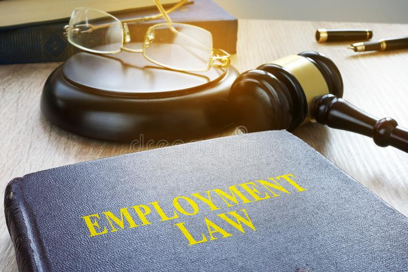 Legge di occupazione in una corte Codice di lavoro fotografia stock