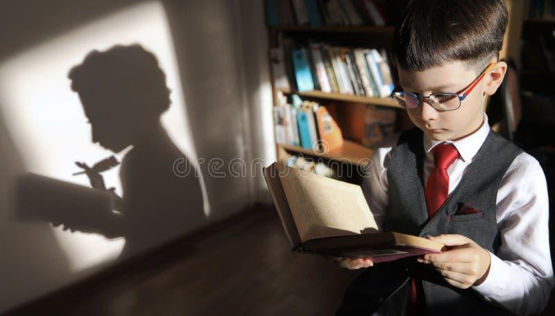 Leggiamo pi? immagine stock libera da diritti