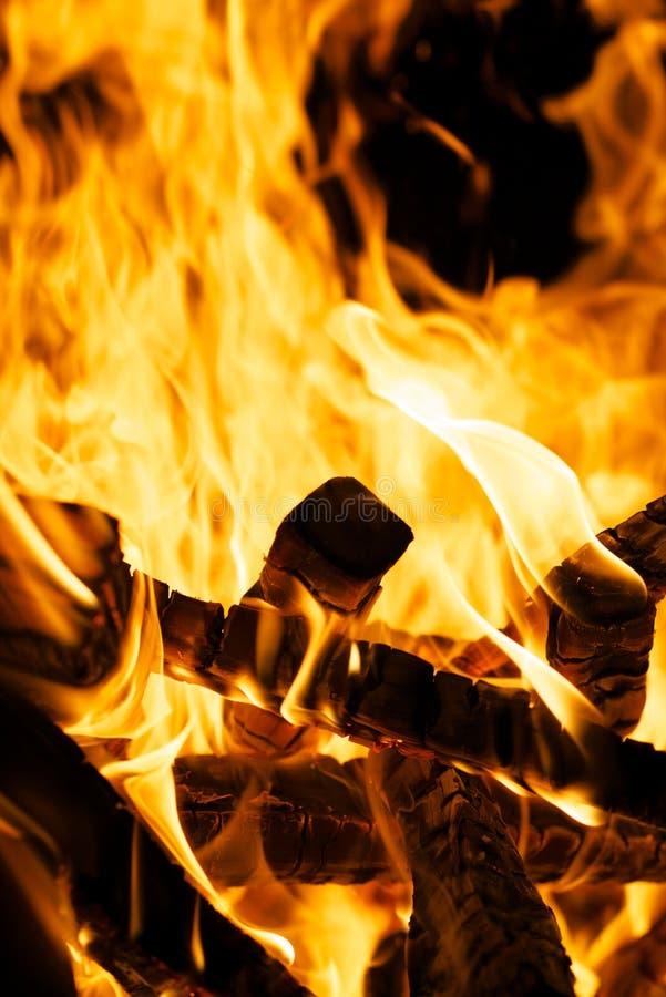 Legna da ardere bruciante immagine stock
