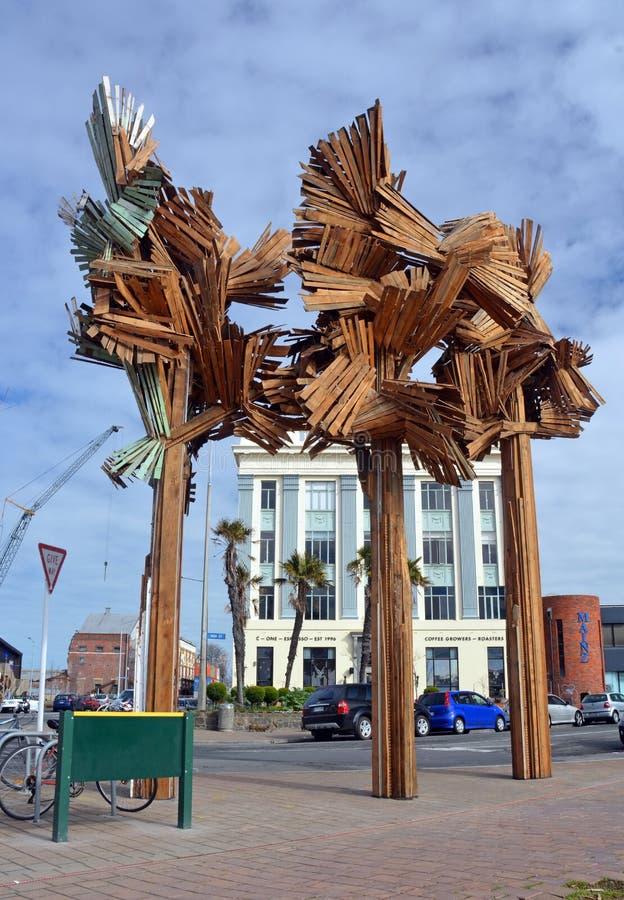 Legno dalla scultura degli alberi da Regan Gentry in via principale, C fotografie stock libere da diritti