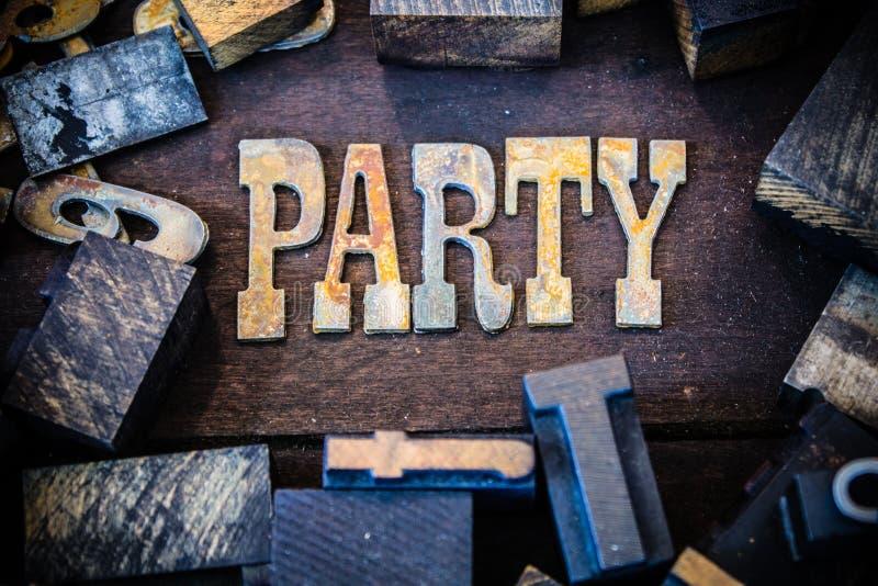 Legno di concetto del partito e lettere arrugginite del metallo fotografie stock libere da diritti