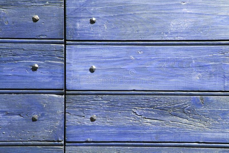 Legno e chiodi blu immagini stock libere da diritti