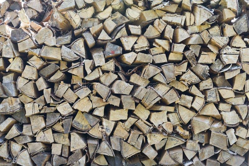 Legno scheggiato, ceppi tagliati per la fornace di inverno fotografia stock libera da diritti