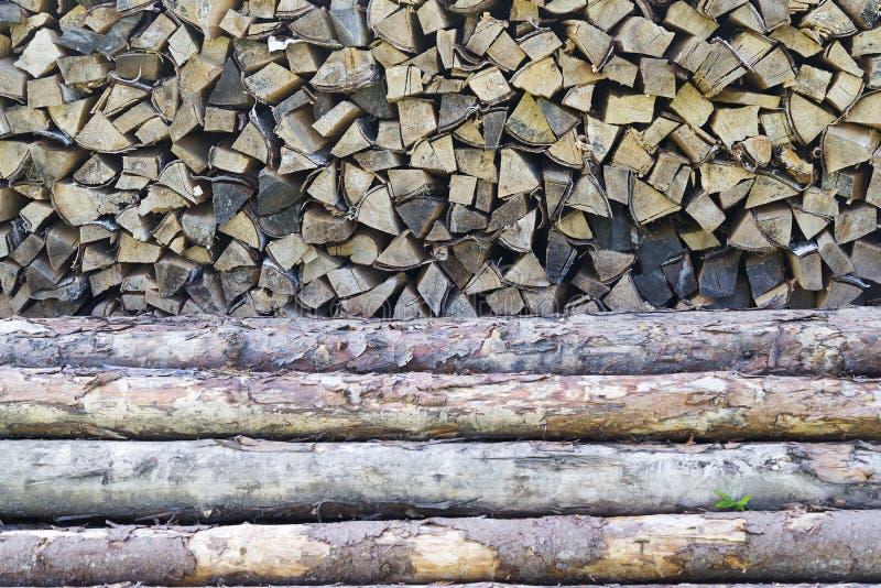 Legno scheggiato, ceppi tagliati per la fornace di inverno fotografia stock