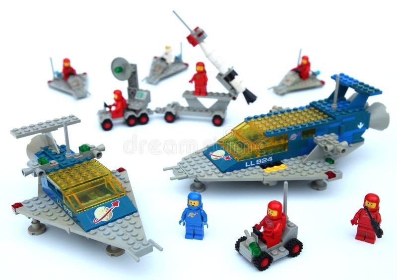Lego astronauta nello spazio fotografia stock