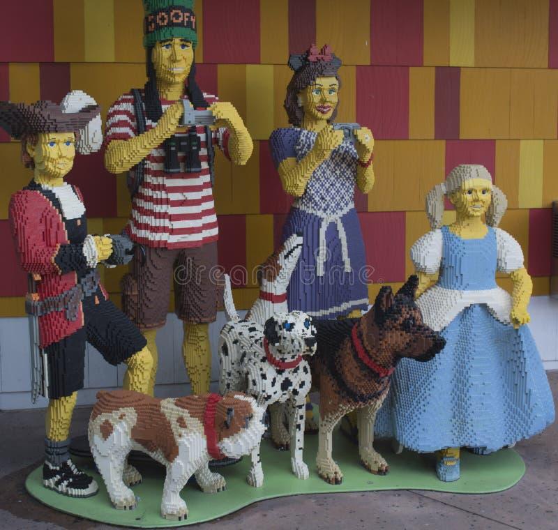 Lego Characters ed animali - film sciocco - Disney immagini stock