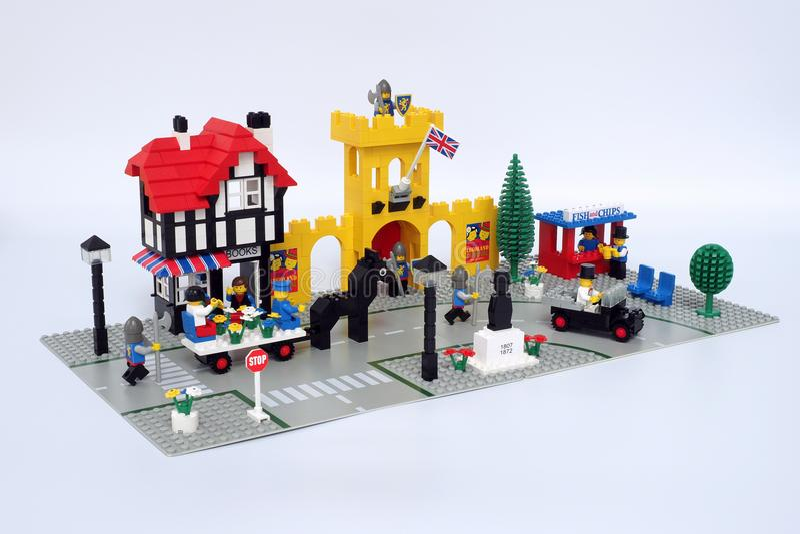Lego Classic Town plaatste 1592, geroepen `-Stad Vierkante ` stock foto