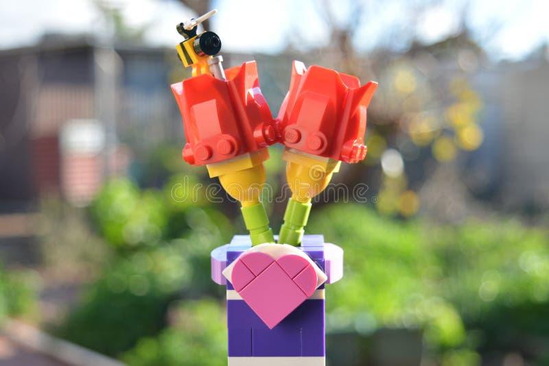 LEGO Flowers in Tuin royalty-vrije stock fotografie