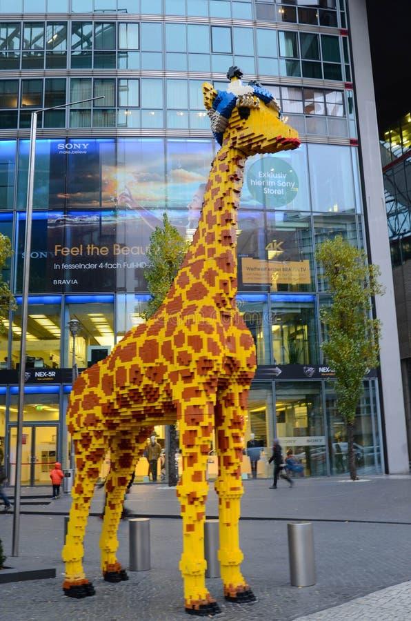 Lego Giraffe a Berlino fotografia stock libera da diritti