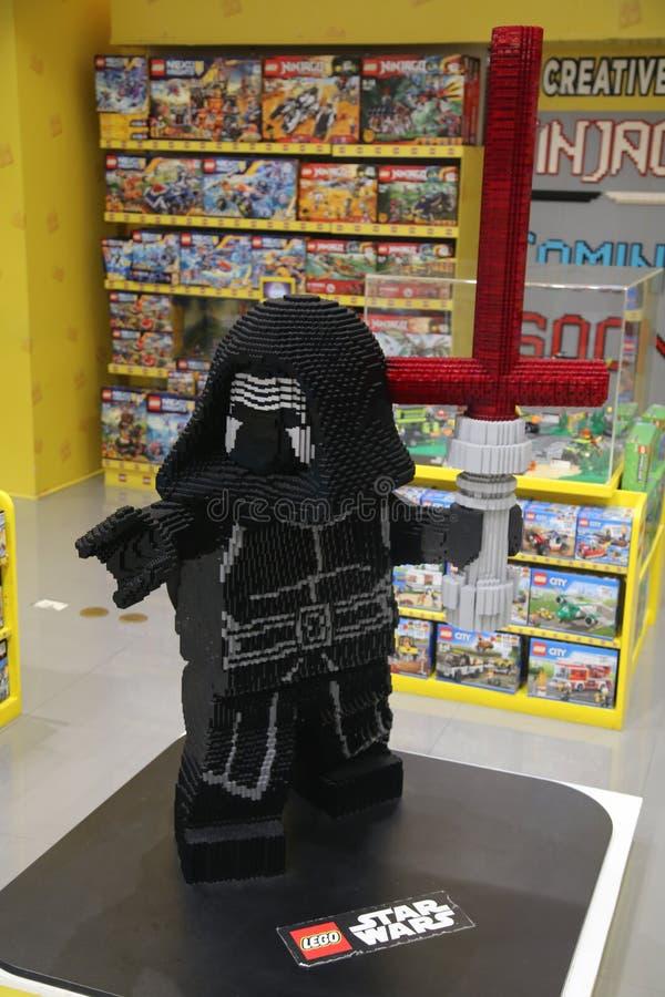 Lego Kylo Ren en una tienda de juguete fotografía de archivo libre de regalías
