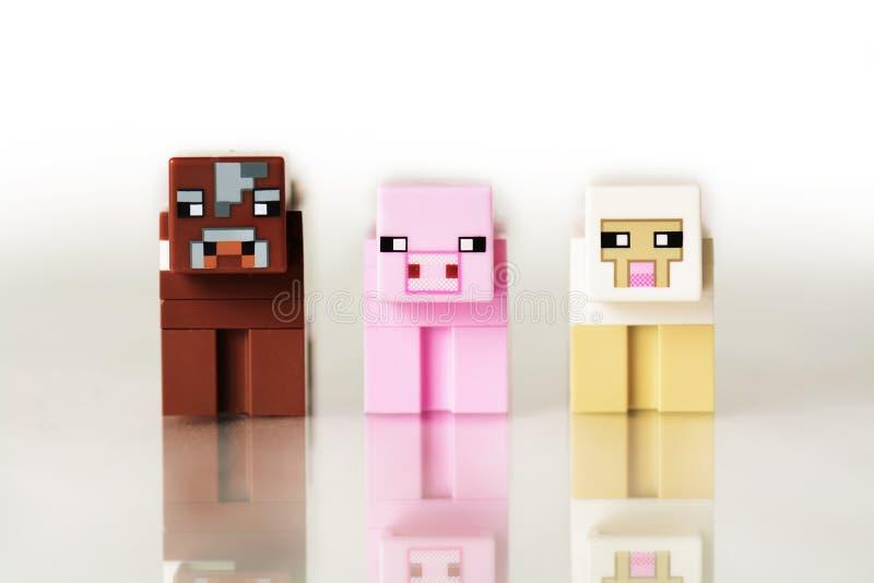 Lego Minecraft zwierzęta krowy, cakiel, świnia zdjęcie royalty free