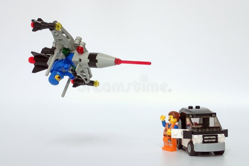 Lego Movie Benny, nave espacial de voo sobre o Emmet fotografia de stock royalty free