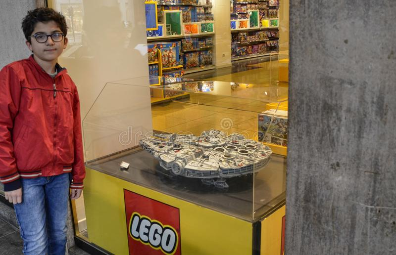 Τορίνο, Ιταλία Το κατάστημα Lego στο ιστορικό κέντρο στοκ εικόνα