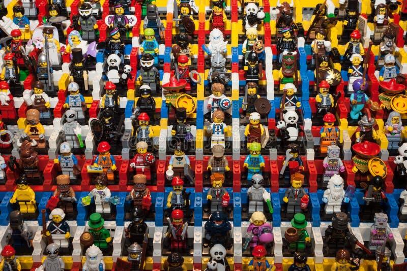 Legominifigures in Cartoomics 2014 stock afbeelding