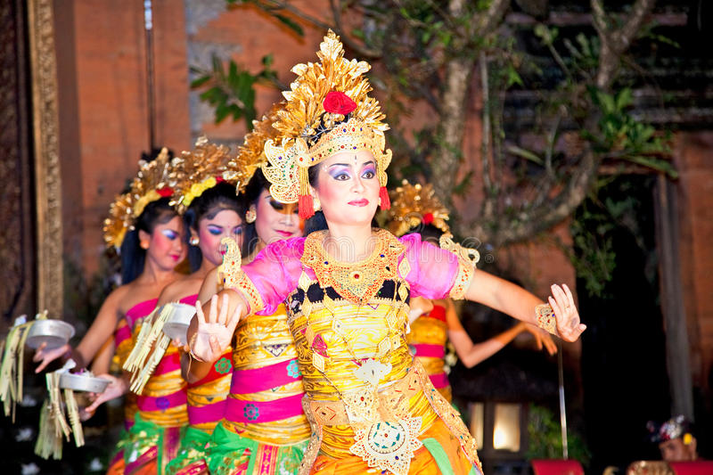 Download Legong Dance & Ramayana By The Bina Remaja Troupe Editorial Stock Photo - Image: 24359633