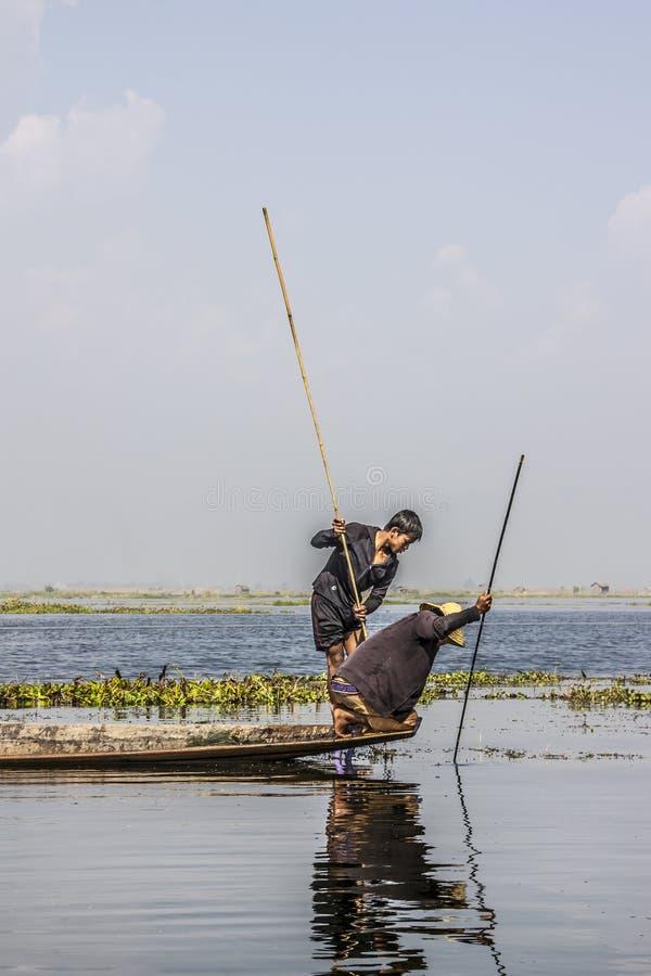 Legrowing fiskare arkivbilder