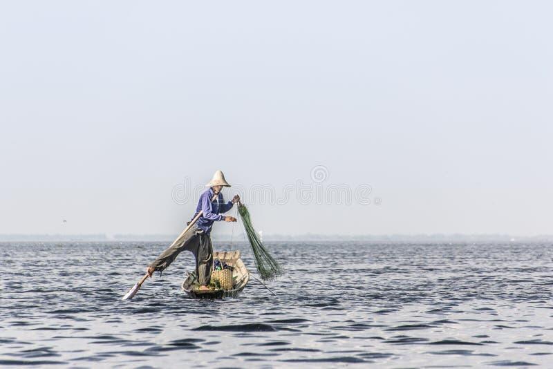 Legrowingsvisser bij Inle-meer stock afbeelding