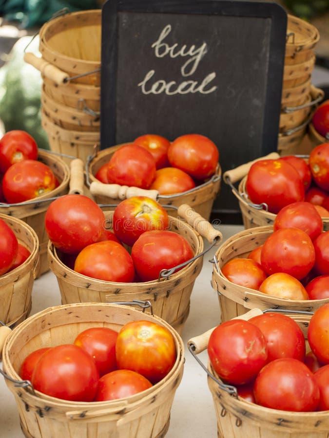 Download Legumes frescos imagem de stock. Imagem de tomates, placa - 26504281