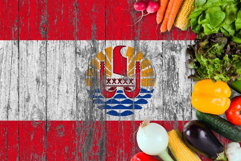 Legumes frescos de Polin?sia francesa na tabela Cozinhando o conceito no fundo de madeira da bandeira imagem de stock royalty free