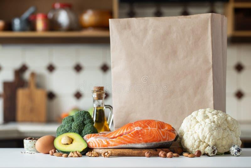 Legumes frescos, frutos, porcas e bife de salmões fotografia de stock