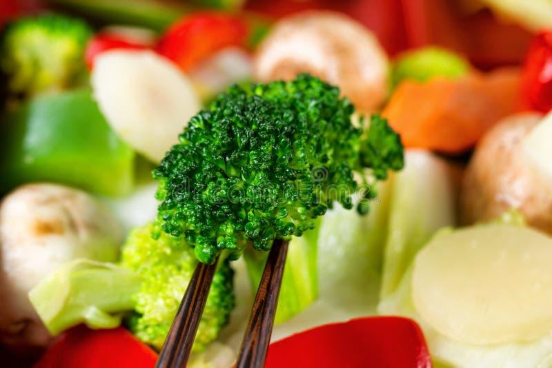 Legumes misturados recentemente cozinhados prontos para comer imagem de stock royalty free