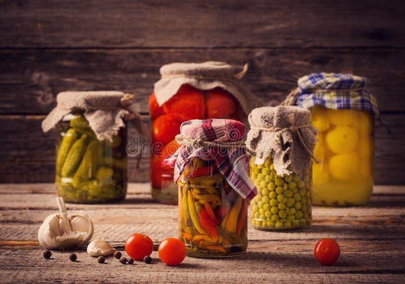 Legumes preservados e frescos imagens de stock royalty free