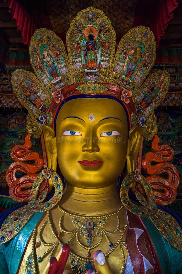 LEH, INDIA - MEI 9, 2015: Beeld van Lord Buddha in het Tibetaanse Boeddhistische die klooster van Thiksay, in Thiksey-dorp wordt  stock afbeelding